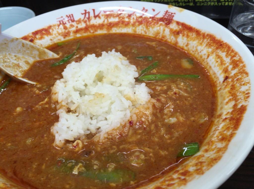 トマトカレータンタン麺にご飯