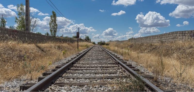 まっすぐのびる線路