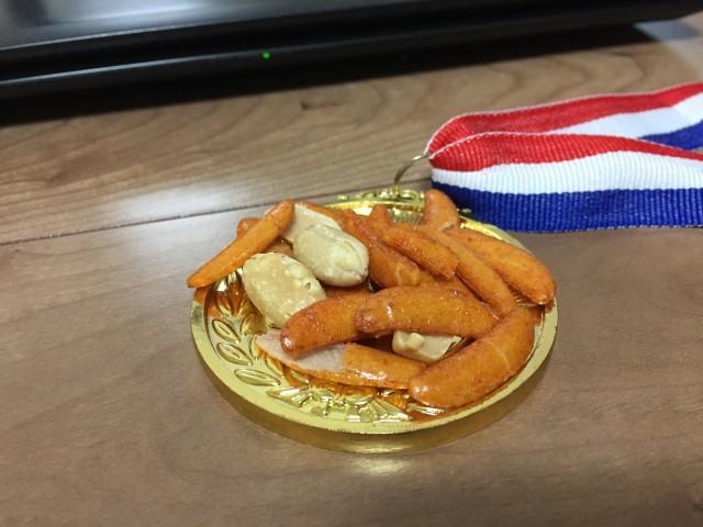 小皿に使った金メダル