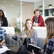 【ビジネスマナー】新入社員が宴会で景品が当たった時にやるべき3つのこと