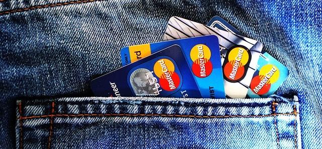 ポケットにクレジットカード