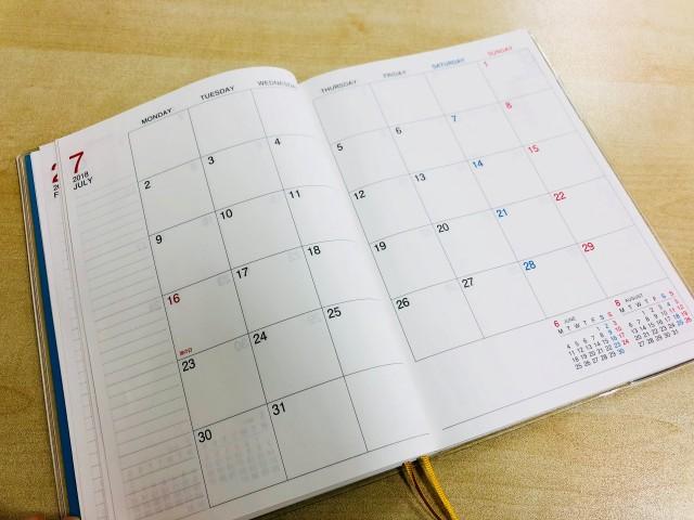 キャンパスダイアリーノートの見開きカレンダー