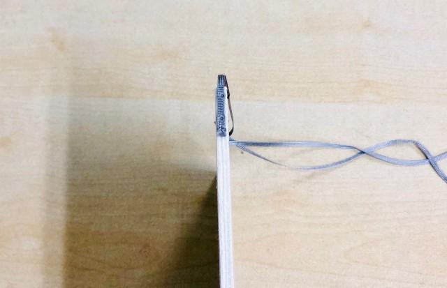 しおり紐をしっかり貼り付ける